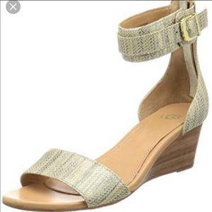 {UGG} Char Mar Mini Wedge Metallic Sandal